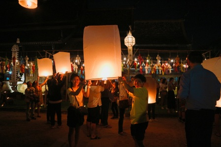 Releasing lanterns at the Wat Lok Molee